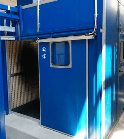 Wet coating spray booth for manual operation
